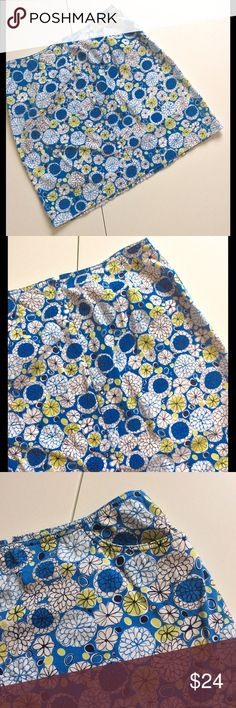 """Ann Taylor Loft Floral Print Skirt 🎉Host Pick Features a fun floral print in blue, white & green. Pair it with a tee and you'll look effortlessly pulled together 💙Front pockets. Back hidden zip closure 💙🌼Measurements: waist 30""""; hip 39""""; length 18"""" Best in Dresses and Skirts Host Pick  🌼Fabric: 100% cotton 🌼Condition: Excellent used condition. No problems found  🎀Bundle discount  ⭐️5 star rated Suggested User 🚭Smoke free home 🚫I don't trade 😍 Thank you for shopping with me. Please…"""