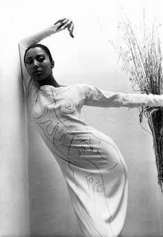 1966. Dali drew the pattern onto the dress as Donyale modelled it. Love the fluid transition from flesh to bone and the integrated signature. Photo by Bill Claxton.