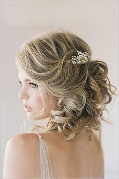Short wedding hairstyles Short wedding hairstylesshould be determined carefully and precisely, considering this event is an event that is extremely valuable to the stage of one's life. Although there is no doubt that this event is also troublesome because it is much to be prepared and taken...