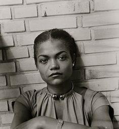 Eartha Kitt in Hamburg, 1950. Photo by Susanne Schapowalow.