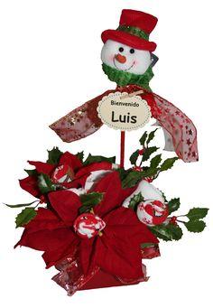Da la Enhorabuena a los Papás con un regalo original en estas fechas. Este ramo esta formado de ropita de bebé, en esta ocasión con graciosos motivos navideños. www.lacestitadelbebe.es