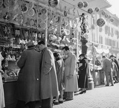 Piazza Navona Christmas stalls Dec 1937   Photographer:  Willem van de Poll (Willem van de Poll ( Amsterdam , April 13 1895 - there, December 10 1970 ) was a Dutch photographer who is one of the most important photographers of his generation. He followed in 1919 training in Vienna and worked as a freelance press photographer traveling in Europe , the Middle East , Indonesia and the West Indies . After the war he became a house photographer of the royal famil