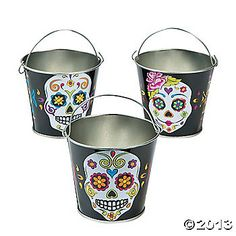 Liven up your Day of the Dead party with battery-operated votive candles or wrapped candy in these metal Day of the Dead party decorations.