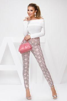 Bluza dama din tetra alba este lasata pe umeri si este perfecta pentru iesirile in club sau terasa. Atmosphere Fashion, Capri Pants, Photos, Atelier, Capri Trousers, Pictures