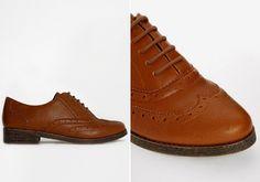 A lyukacsos, fűzős bőrcipők már egy ideje divatban vannak, és ez 2015-ben sem változik. A barnás árnyalatok közül válogass!