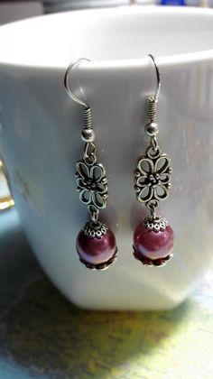 Boucles d'oreilles pendantes style ancien rose violet : Boucles d'oreille par miss-perles