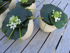 Bloemschikken Pasen: Tafelstuk voor Pasen in eiervaasjes maken met ornithogalum