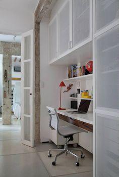 armário com portas metálicas?