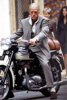 we know that STEVE McQUEEN wasn't riding a TRIUMPH only in films but private, too. but i did not know that TRIUMPH bikes were so often used. Indian Motorcycles, British Motorcycles, Cool Motorcycles, Vintage Motorcycles, Moto Bike, Cafe Racer Motorcycle, Motorcycle Style, Motorcycle Accessories, Moto Triumph Bonneville