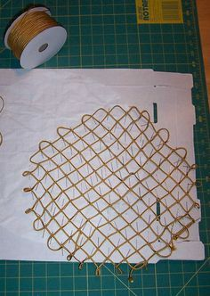 How to make a round woven snood with 90' angles at the edges. The Italian Renaissance Costuming Challenge - Carol Salloum