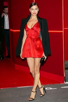 Irina Shayk looked sultry chic at the L'Oréal Red Obsession party in Paris, where she paired her Dior minidress with an oversize black blazer. Bradley Cooper, Creepy Cute Fashion, Paris Fashion, Girl Fashion, Red And Black Outfits, Sexy Legs And Heels, Color Pairing, Irina Shayk, Street Style Looks
