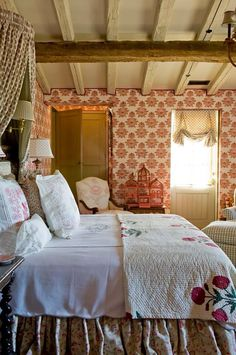 English cottage bedroom, love the ceiling Style Cottage, Cottage Living, Cozy Cottage, English Cottage Style, Romantic Cottage, English Style, French Style, Country Living, Living Room