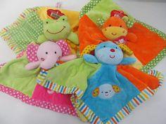 Mantitas De Apego Con Sonajero Suaves Y Coloridas Para Bebe - $ 179,00 en Mercado Libre Baby Bedroom, Baby Kind, Baby Shop, Baby Gear, Baby Quilts, Baby Toys, Princess Peach, Dolls, Sewing