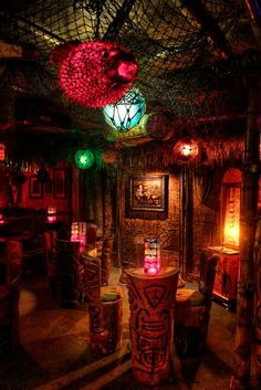 I want this tiki bar. Las Vegas, Tiki Art, Tiki Tiki, Tiki Bar Decor, Tiki Lounge, Vintage Tiki, Tiki Room, Restaurant Bar, Decoration