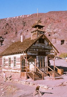 Calico, California - fun touristy place to visit when in the high desert Calico Ghost Town, Old Western Towns, Voyage Usa, Sheboygan Wisconsin, West Coast Road Trip, Medieval Houses, Farm Houses, California Dreamin', Ghost Towns
