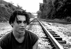 cool,black,and,white,johnny,depp,railroad,tracks,young,face,depp-7b20a8c3e7e72332b17b1701941f1c22_h.jpg 500×347 pixels