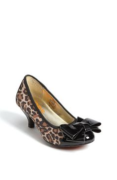 Michael Kors is making the craziest shoes for little girls... Yet i love them!!!!