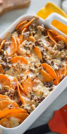 Sweet potato mince bake-Süßkartoffel-Hackfleisch-Auflauf Incredibly versatile and special in taste. The sweet potato is a highlight for many recipes. Get inspired and try the great sweet potato mince bake. Healthy Chicken Recipes, Lunch Recipes, Healthy Dinner Recipes, Vegetarian Recipes, Cooking Recipes, Gout Recipes, Shrimp Recipes, Healthy Food, Healthy Eating