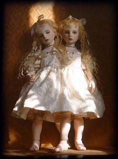 Koitsukihime - Siamese Twin porcelain dolls