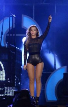 Beyonce had liposuction on her inner thighs to create a thigh gap around 2013-2014. Have you noticed in the earlier pictures she didn't have a thigh gap?