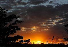 O céu de Caldas Novas, no estado de Goiás, em final de tarde. Brasil.  Fotografia: Eduardo Andreassi.
