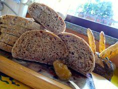 Profumo di broccoli: Pagnotta integrale con semi di lino e miele di tig...