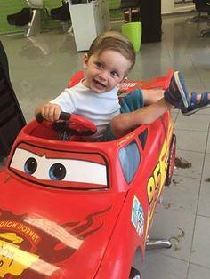 Taký zodpovedný vodič sa predsa nožníc nebojí.;) Deti zabavíme a ostriháme, mamičky aj ratolesti sú spokojné.:)