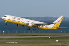 Royal Brunei B767-300 departing Auckland International Airport image Colin Hunter via Wings Over New Zealand