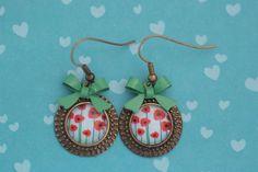 #123 Handgemaakte oorbellen brons met klaprozen en groen strikje! €7,50