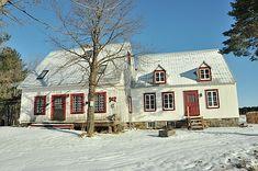 ----------Martel-Béliveau (segment-12), le résultat des travaux de 2014. Canadian House, Architectural Styles, Laurent, Michel, Architecture, Old Houses, Facade, Sweet Home, Cottage