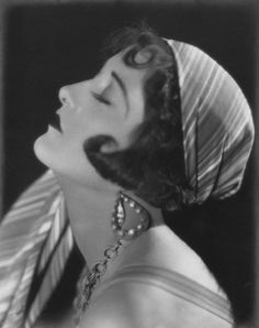 Vamps and Flappers : Photo