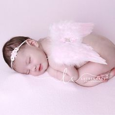 Soft baby pink feather wings and headband to use for you daughter's newborn photos! We offer many sets in different colors.