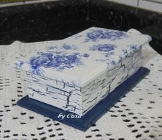 Caixa de chá Tissue Box Covers, Tissue Boxes, Fork Art, Craft Projects, Projects To Try, Diy And Crafts, Arts And Crafts, Decoupage Box, Vintage Box