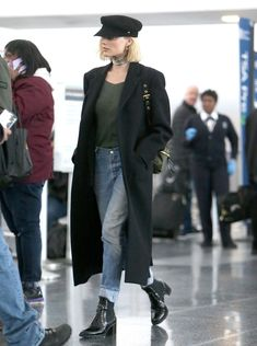 Margot Robbie Finds the Perfect In-Flight Outfit - Travel Outfits Margot Robbie Style, Margot Elise Robbie, Margo Robbie, Outfits With Hats, Trendy Outfits, Cute Outfits, Fashion Outfits, Fashion Hair, Style Fashion