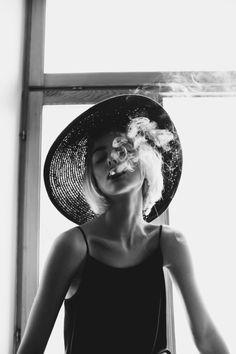 Ideas For Photography Portrait Fashion Hats Women Smoking, Girl Smoking, Portrait Photography, Fashion Photography, Sweets Photography, Travel Photography, Beauty Photography, Photography Ideas, Foto Art