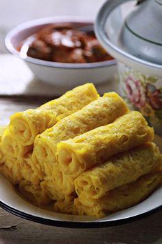 Ita sangat suka makan roti jala. Roti jala seringkali di hidangkan di hari kenduri kendara atau jamuan hari raya. Penyediaannya cukup mud... Spicy Recipes, Asian Recipes, Chicken Recipes, Cooking Recipes, Ethnic Recipes, Health Recipes, Food Phography, Malay Food, Asian Snacks