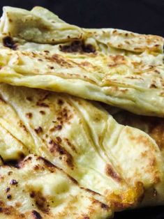 How to make Sri Lankan egg roti/paratha.A step-by-step guide on how to make egg paratha. soft and fluffy egg roti are perfect for all your currries. Sri Lankan Roti Recipe, Roti Paratha Recipe, Egg Paratha, Sri Lankan Recipes, Paratha Recipes, Asian Recipes, Asian Foods, Flat Pan, Fluffy Eggs