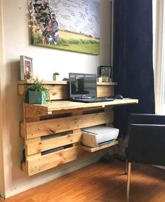 Are you struggling in finding ideas to build your own DIY computer desk? Well, if you find this article, you're in luck! Because we have compiled a list of 50 Favorite DIY Computer Desk Design Ideas and Decor from… Continue Reading → Wooden Pallet Shelves, Pallet Desk, Wooden Pallet Furniture, Wooden Pallet Projects, Diy Furniture, Pallet Wood, Garden Furniture, Pallet Tables, Outdoor Pallet