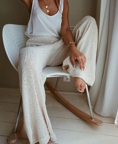 25 Best Online Shopping Sites for Women (updated Cozy cream and white look. Loving these wide leg sweater pants! Great casual look for lounging.Cozy cream and white look. Loving these wide leg sweater pants! Great casual look for lounging. Lounge Outfit, Lounge Wear, Lounge Clothes, Comfy Clothes, Comfortable Clothes, Fancy Clothes, Comfortable Fashion, Mode Outfits, Casual Outfits