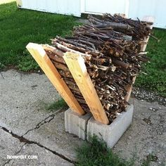 40 Ways To Use Cinder Blocks At Home . Use cinder blocks as an impromptu firewood storage solution. Simply place some long two by fours on either side of two cinder block placed side-by-side, and stack your firewood in between them. Cinder Block Fire Pit, Cinder Block Bench, Cinder Block Furniture, Cinder Block Ideas, Cinder Block House, Cinder Block Shelves, Fire Pit Furniture, Furniture Decor, Garden Ideas With Cinder Blocks