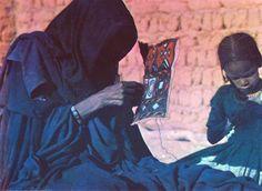 Africa   Tuareg woman and child sewing.  Hoggar, Algeria    Vintage postcard.  No 1632