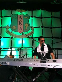 Behind the Scenes~~ El Debarge rehearsing to perform @ SCRC Closing Gala in NOLA Celebrity Singers, R&b Artists, Alpha Kappa Alpha Sorority, Pretty In Pink, Pink And Green, Behind The Scenes, Swag, Rock Stars, Concert