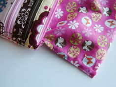 http://www.marcigirldesigns.com/blog/triple-zip-pouch-an-alternate-ending-tutorial
