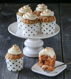 GULROTMUFFINS MED EPLE, SJOKOLADE OG OSTEKREM   TRINES MATBLOGG A Food, Food And Drink, Special Recipes, Pudding, Cupcakes, Favorite Recipes, Baking, Desserts, Yum Yum