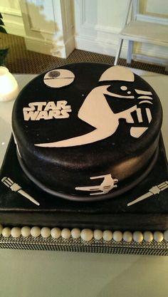 """Star Wars"" groom's cake"