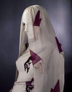 Elsa Schiaparelli  influenciada por el surrealismo  , trabajó  con Salvador  Dali