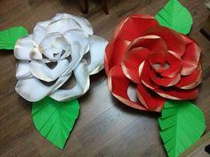 Duże róże z brystolu.
