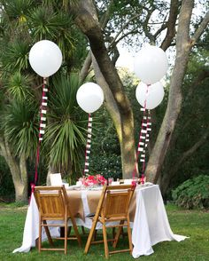 Valentine's Day Tablescape Inspiration: A Garden Party For Your Favorite Girlfriends A Thoughtful Place, Round Balloons, Big Balloons, Outdoor Parties, Garden Parties, The Balloon, Balloon Ribbon, Party Entertainment, Event Decor