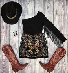 Fringe bodysuit – Botas Rojero Source by country outfits Country Girl Outfits, Cute Cowgirl Outfits, Western Outfits Women, Southern Outfits, Rodeo Outfits, Cute Outfits, Western Dresses, Country Style Clothes, Cute Country Dresses