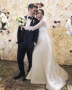 Best Tv Couples, Tv Series, Fairy Tales, New York, Wedding Dresses, Lace, Netflix, Weddings, Fashion